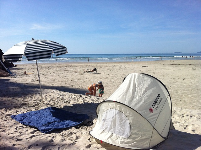 competitive price d2a7b 347d8 6 Best Beach Tents For Babies | Portable, Pop Up, and UV Reviews