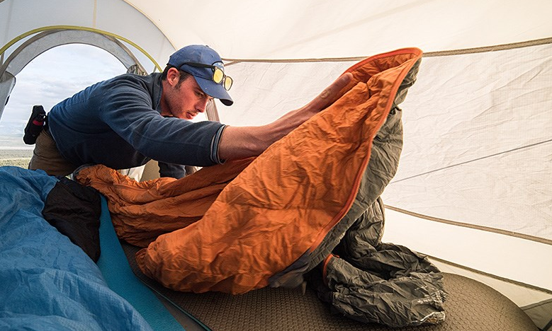 proper sleeping bag is very important on camping